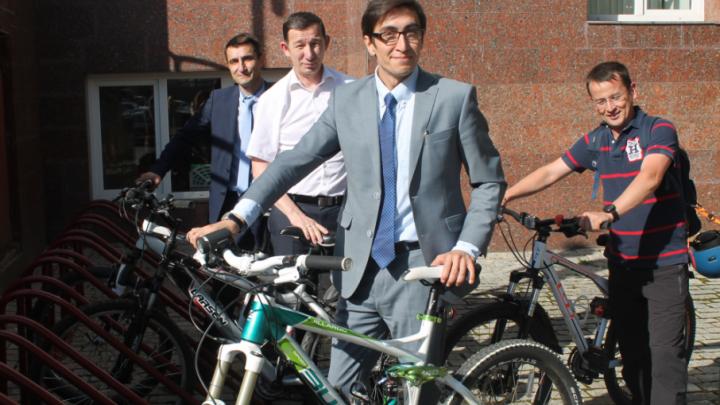 Глава Госкомтранса Башкирии приехал на работу на велосипеде