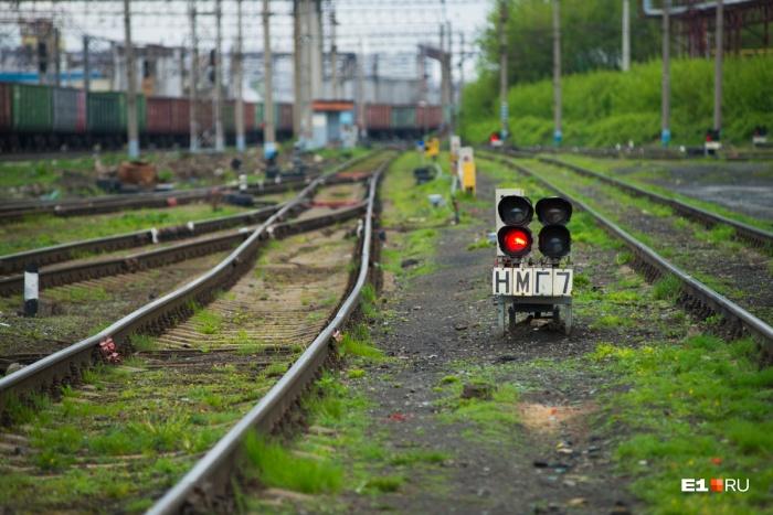 ЧП случилось, когда электропоезд ехал из Каменска-Уральского в Екатеринбург