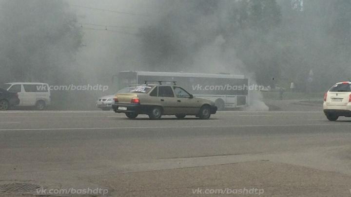 В центре Уфы загорелся пассажирский автобус