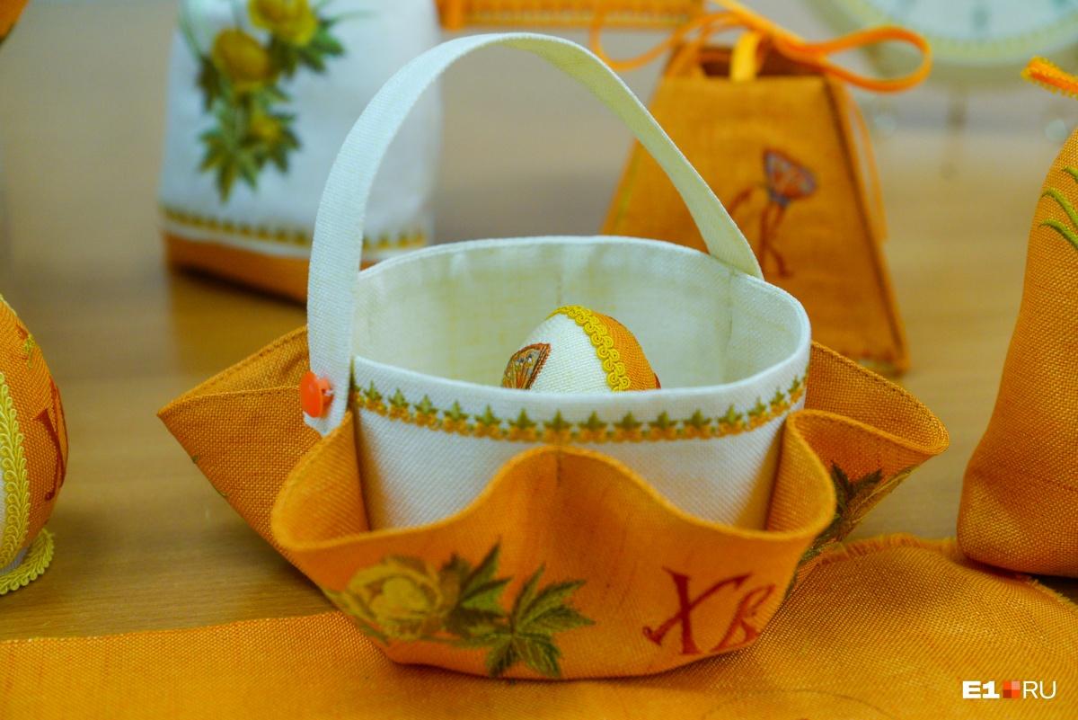 Сёстры Ново-Тихвинского монастыря к Пасхе научились вышивать ангелов и птиц на яйце
