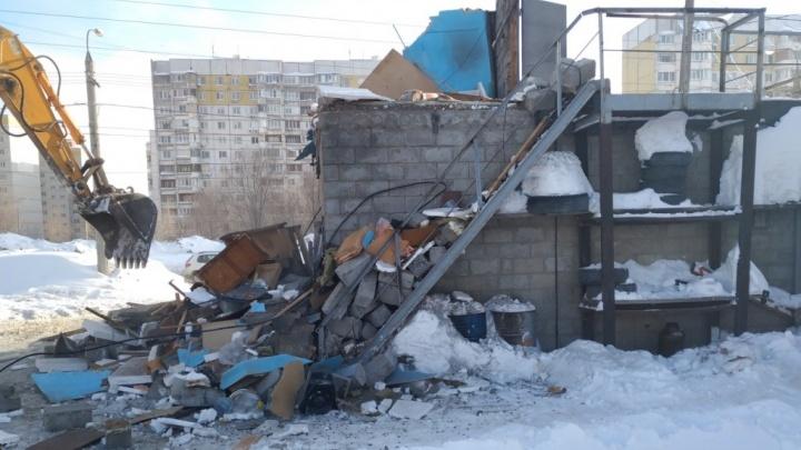 В Самаре снесли незаконную автостоянку на Советской Армии — Высоковольтной
