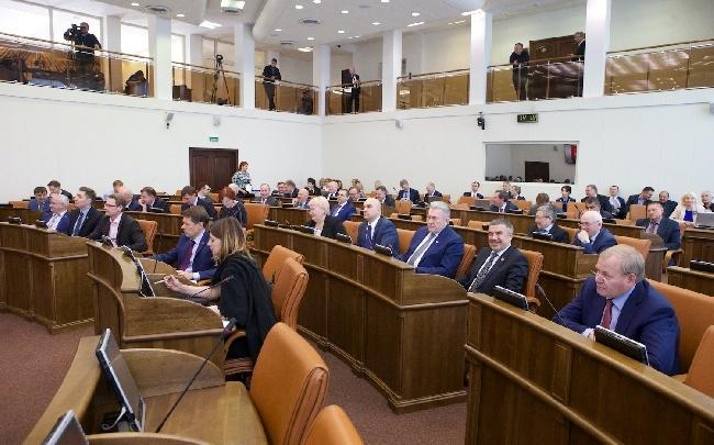Депутаты Заксобрания края отчитались о доходах. Кто самый богатый?