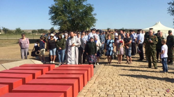 В Волгограде похоронили защитников Сталинграда и экипаж поднятого БК-31