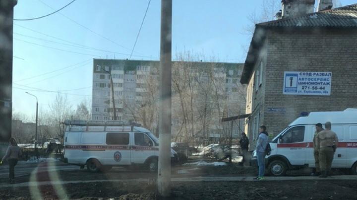 Пермяки заметили мужчину, сидящего на крыше дома на Гайве