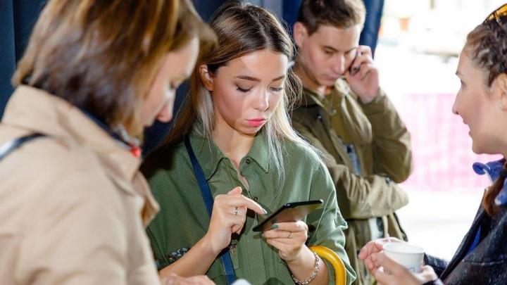 Омские девушки активнее мужчин отвечают на поздравления