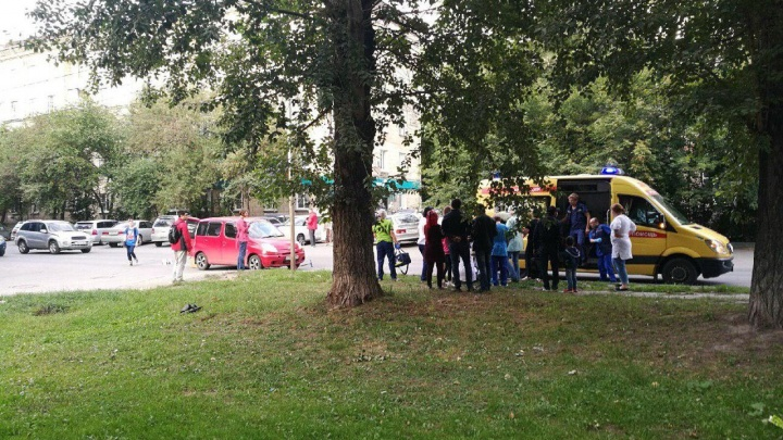 Пятилетнего мальчика на самокате сбила машина на Титова