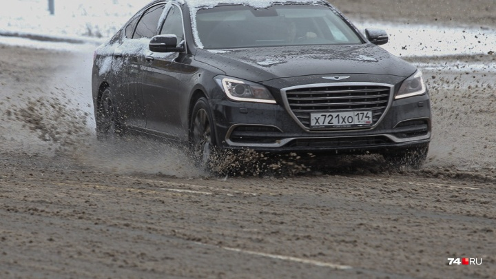 В компании «Южуралмост» объяснили, почему дороги в Челябинске залили реагентом