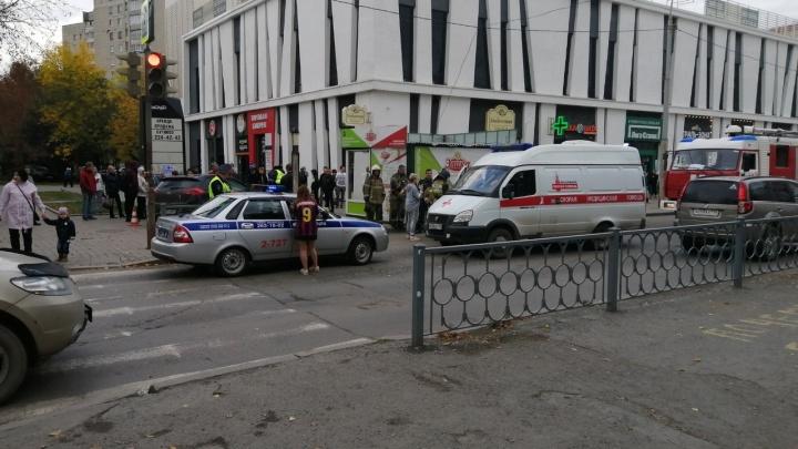 В Екатеринбурге пьяный водитель выехал на тротуар и сбил двух пешеходов