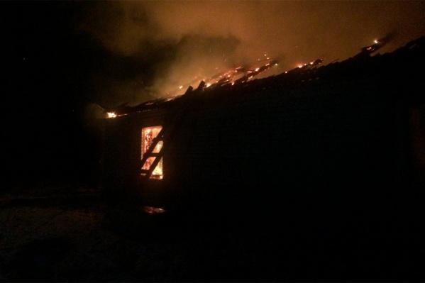 Дом тушили спасатели двух пожарный частей