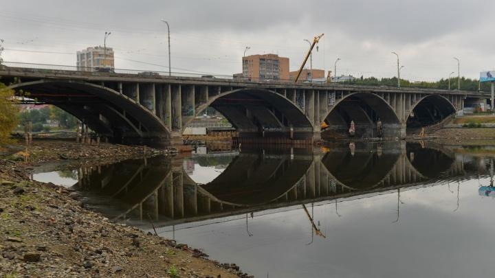 По Макаровскому мосту на две недели запретят ходить даже пешеходам