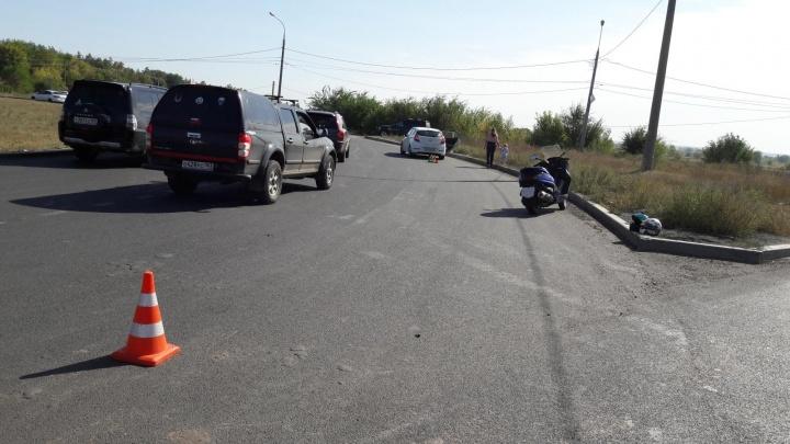 На кольце Южного шоссе мотоциклист подрезал «Хёндэ», в котором находился ребенок