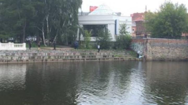 Возле моста на Малышева нашли труп человека, который утонул здесь в последний день июля