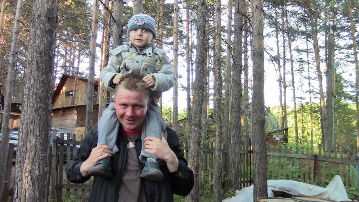Семья два года пытается найти виновных во внезапной смерти их восьмилетнего сына