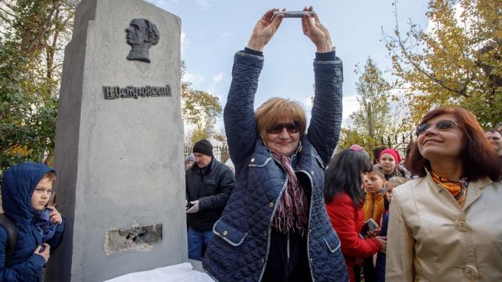 «Впереди радость трудовых дорог»: в Волгограде вскрыли полувековую «капсулу времени»