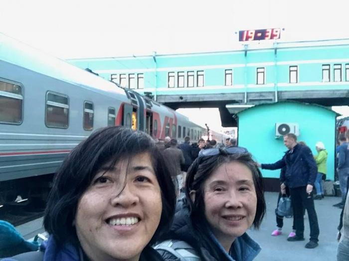 После выхода на пенсию Шанталь Вонг отправилась в путешествие мечты — по Транссибирской магистрали. Это фото сделано на вокзале Новосибирск-Главный