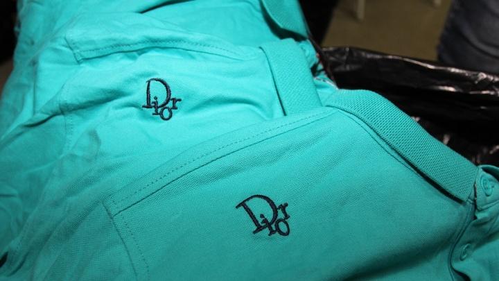 Самарская таможня: в ТЦ «Московский» и «Юность» торговали поддельной одеждой Armani, Gucci и Dior