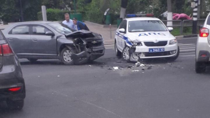 В Самаре на Волжском проспекте экипаж ДПС попал в аварию