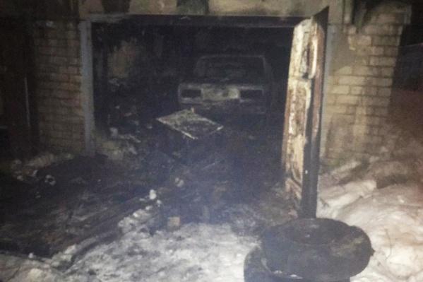 Пожар вспыхнул в гараже на улице Большие Полянки