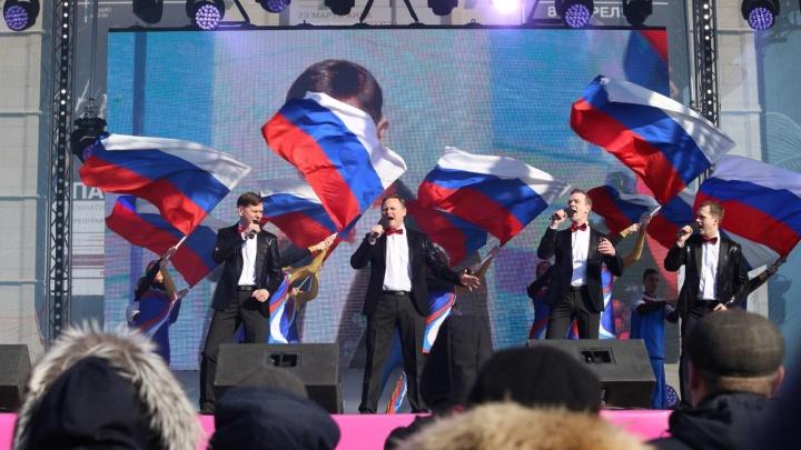 На площади Ленина начался концерт в честь присоединения Крыма
