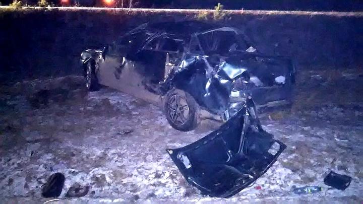 На снимке — летняя резина: машина, в которой разбился ребенок, могла быть «обута» не по сезону