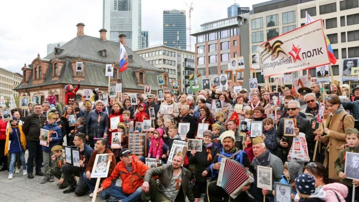 «Русские собираются и поют патриотические песни»: рассказываем, как проходит 9 мая в Германии