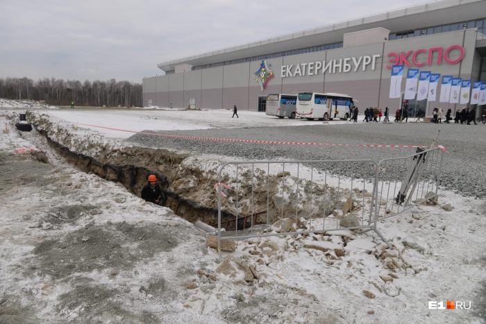 Парковку у «Екатеринбург-Экспо» разрыли из-за строительства конгресс-центра