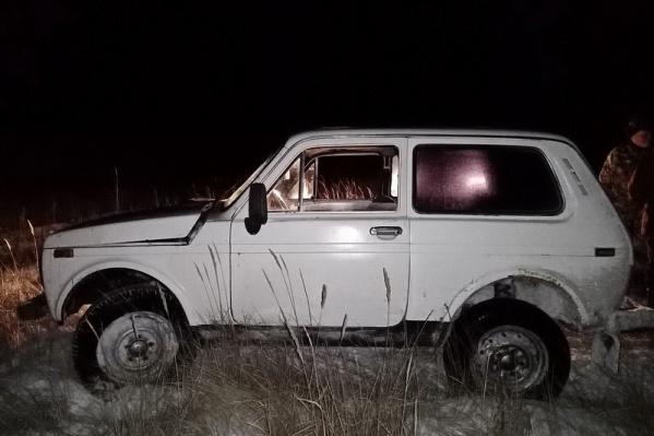 Подозреваемые бросили машину и попытались скрыться пешком