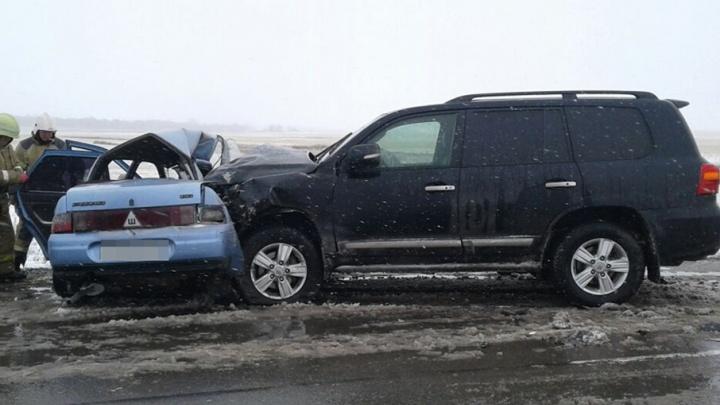 На обледенелой трассе Башкирии столкнулись два автомобиля