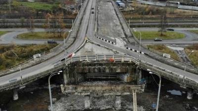 А если рухнет? По Добрынинскому мосту ездят 18-тонные автобусы. Разрешено не больше восьми
