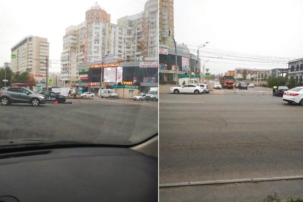 Такие аварии происходят на перекрёстке Кашириных и Чайковского регулярно