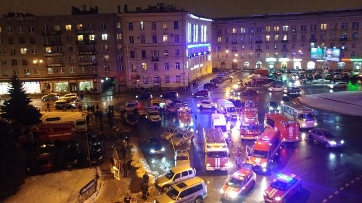 Сработала самодельная бомба: от взрыва в супермаркете Санкт-Петербурга пострадали девять человек