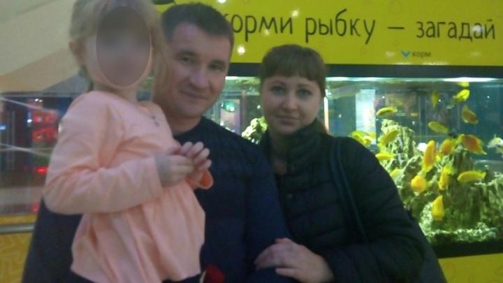 «Сегодня к ней приедут родственники»: осиротевшую в смертельной аварии девочку перевезли в Волгоград