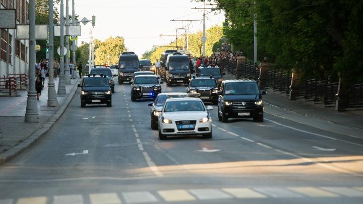 Путин арендовал у Куйвашева 55 машин, пока был в Екатеринбурге: изучаем автопарк