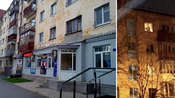 Полиция выясняет, почему в пятиэтажке на Рижской оставили малыша без присмотра у открытого окна