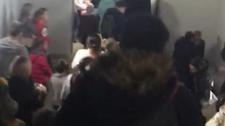 В челябинском торговом комплексе эвакуировали посетителей из-за задымления