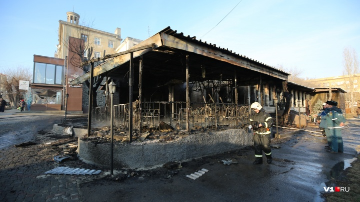 В Волгограде сгорело кафе Saperavi: фоторепортаж