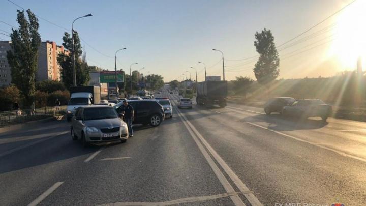 «Разбросало как кегли»: на Второй Продольной столкнулись четыре автомобиля