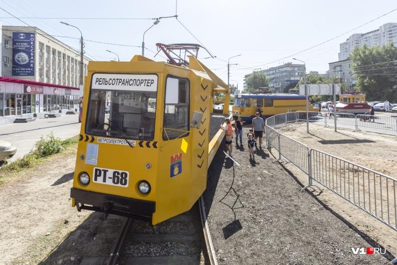 Трамвай для перевозки рельсов