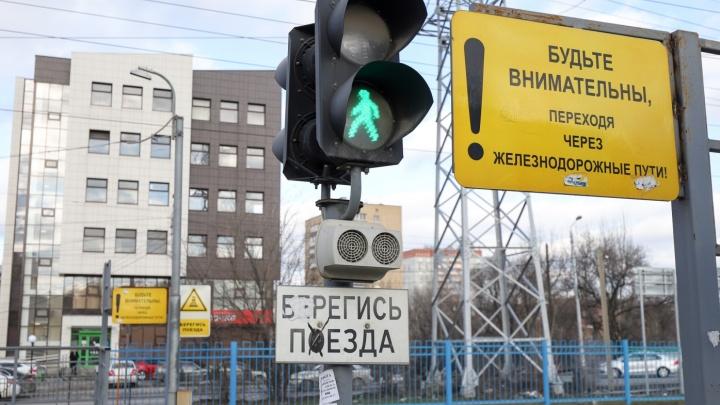 В Ростове поезд сбил мужчину, пытавшегося перебежать через пути