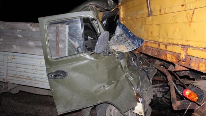 В Курганской области водитель УАЗа погиб в столкновении с трактором