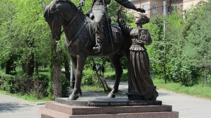 Сделан под копирку: скульпторы волгоградского памятника казакам нашли его копию в Ростовской области