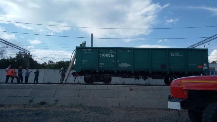 Появились фотографии задымившегося в Сызрани вагона с серой