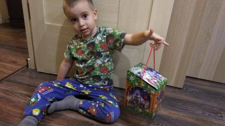 Стало известно, что положили самарским детям в новогодние подарки от губернатора