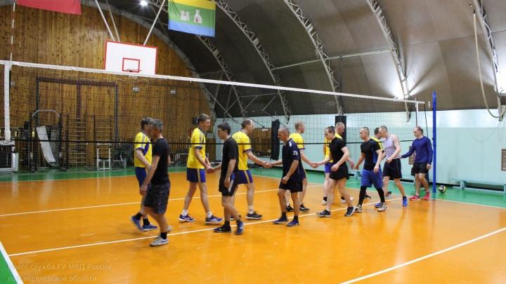 Команда свердловской полиции победила команду Росгвардии в волейболе