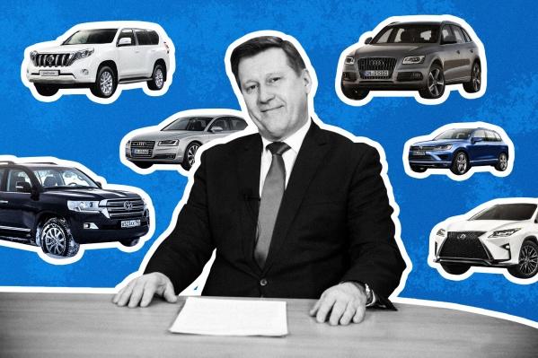 Сам Анатолий Локоть обходится без личной машины