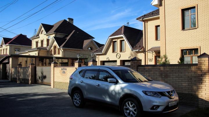Власти предложили омичам купить участок под коттедж у «МЕГИ» за 40 тысяч