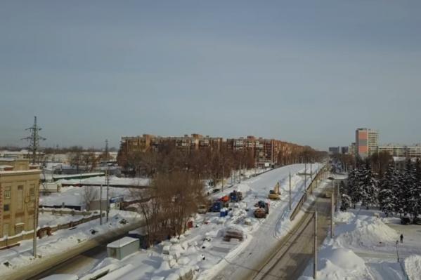 Работы на Заводском шоссе ведут с августа прошлого года