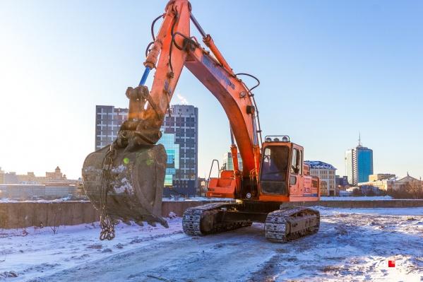 Сейчас на площадке идут бетонные и земляные работы, происходит установка мостовых конструкций<br><br>&nbsp;