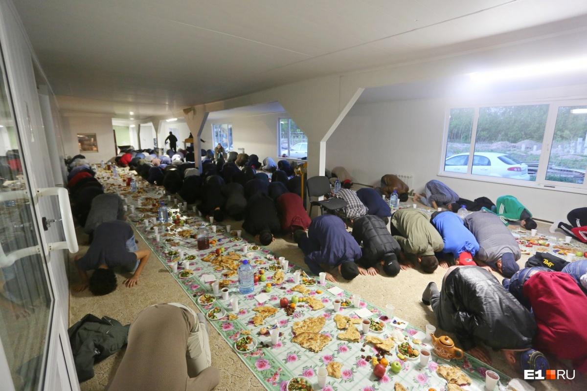 В Екатеринбурге тысячи мусульман и всего пять мечетей. Скоро может остаться четыре