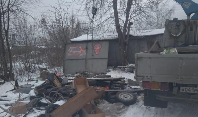 Чиновники ответили владельцам полутора тысяч гаражей на ВИЗе, считающим, что их сносят незаконно